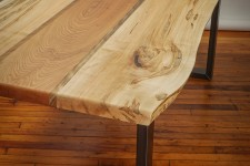 Massive living room table with natural edges